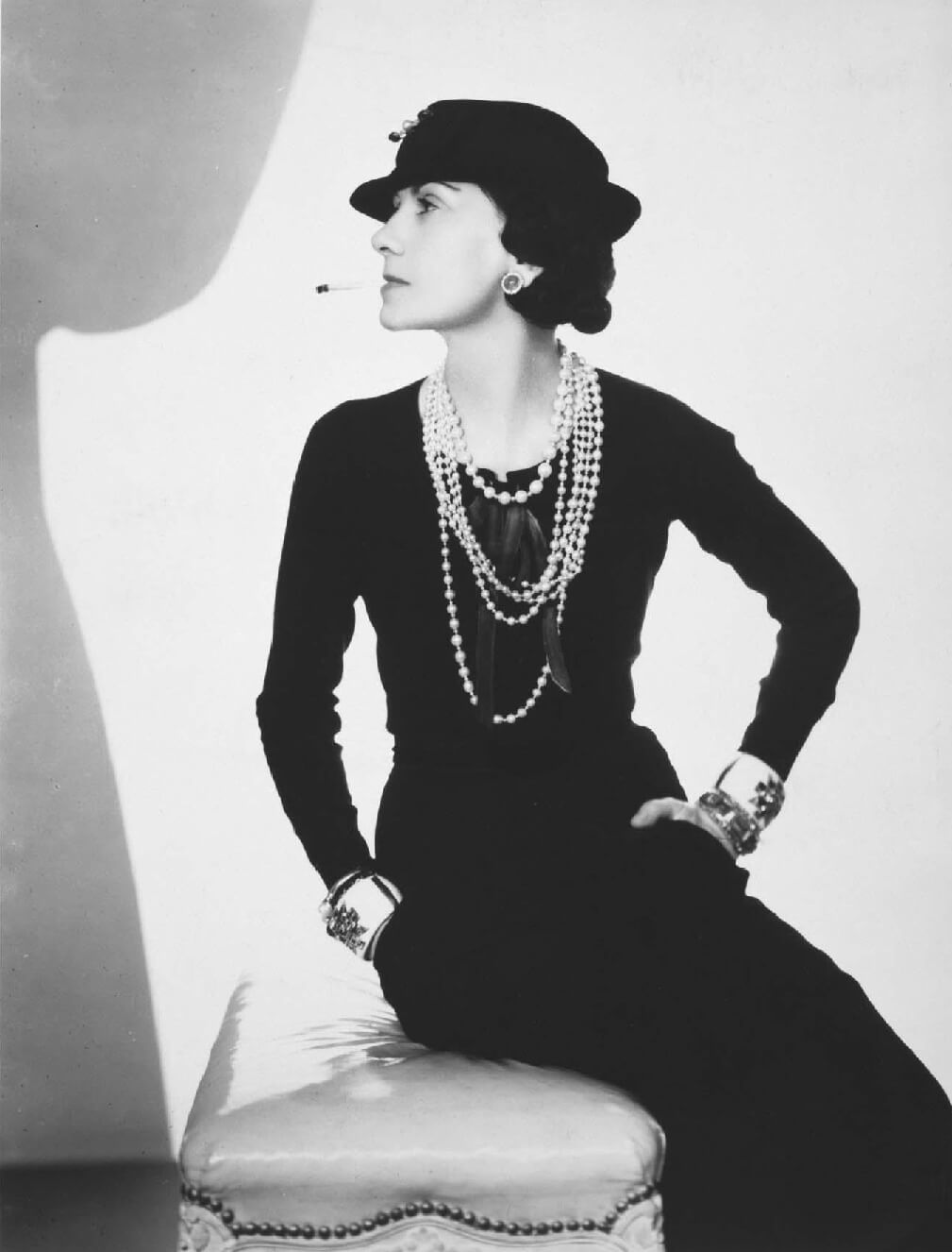 robe noire Coco-Chanel-Runway-Magazine