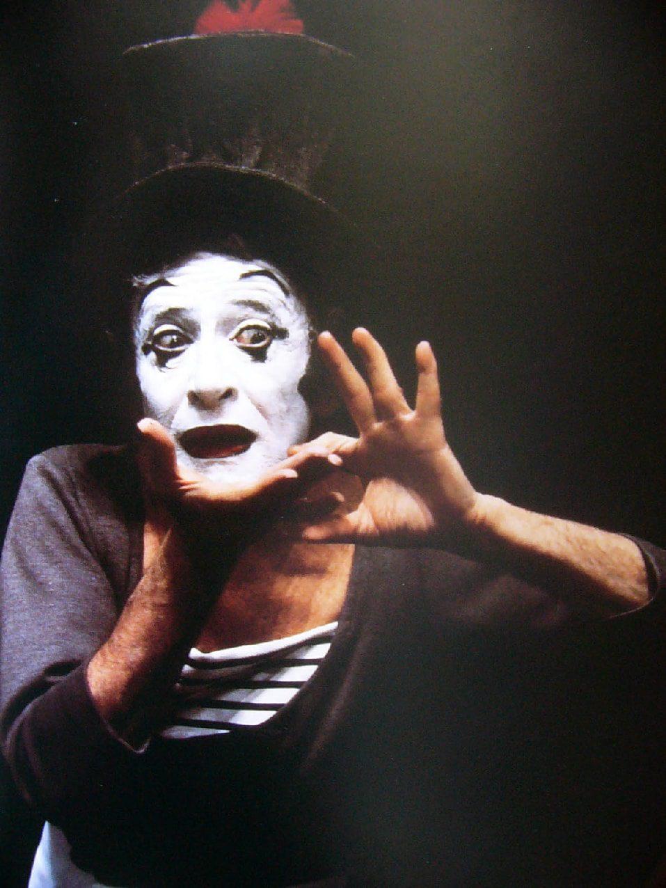 Marcel Marceau - Bip et le Papillon performance di Runway Rivista