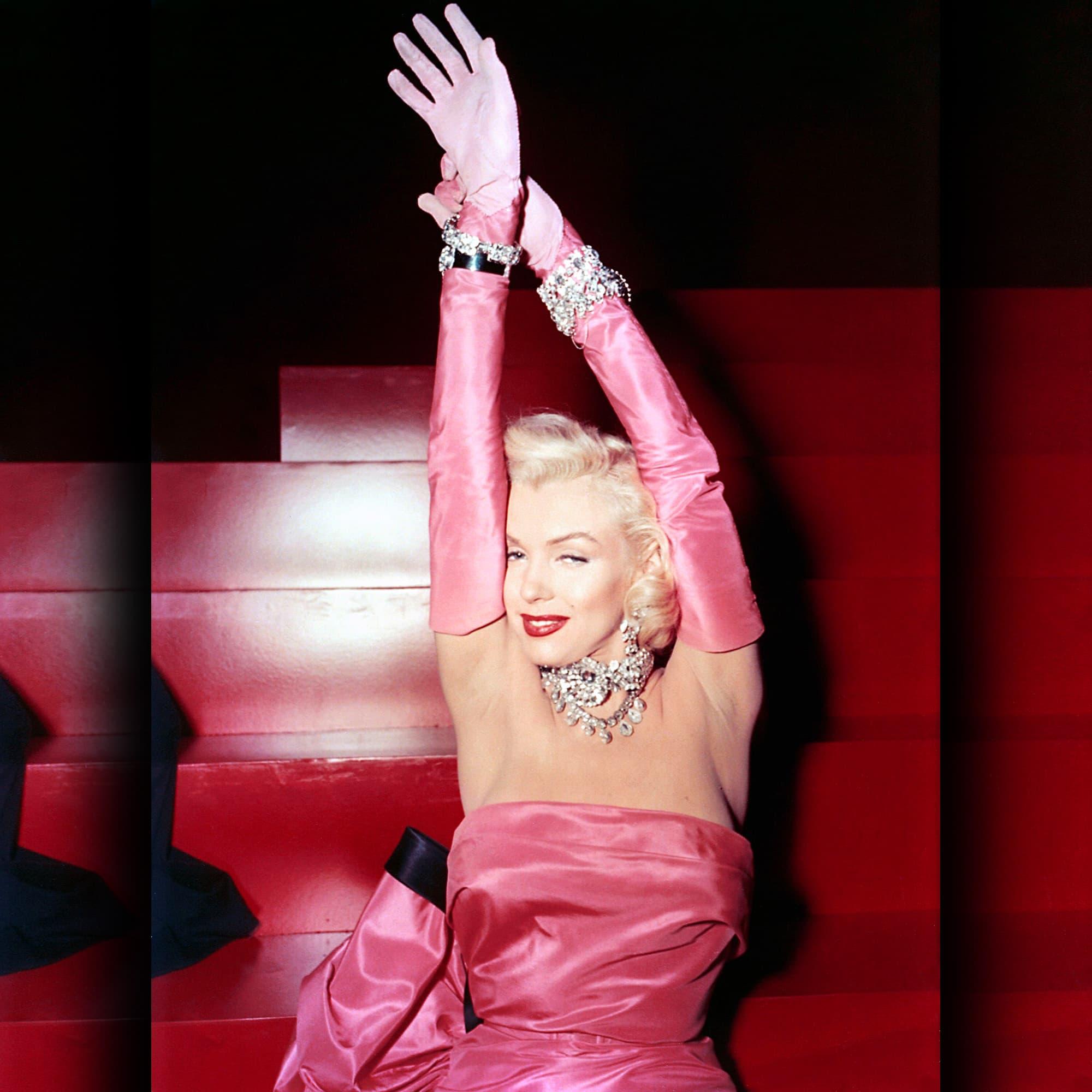 Marilyn Monroe in her Shocking Pink tight dress - movie Gentlemen Prefer Blondes