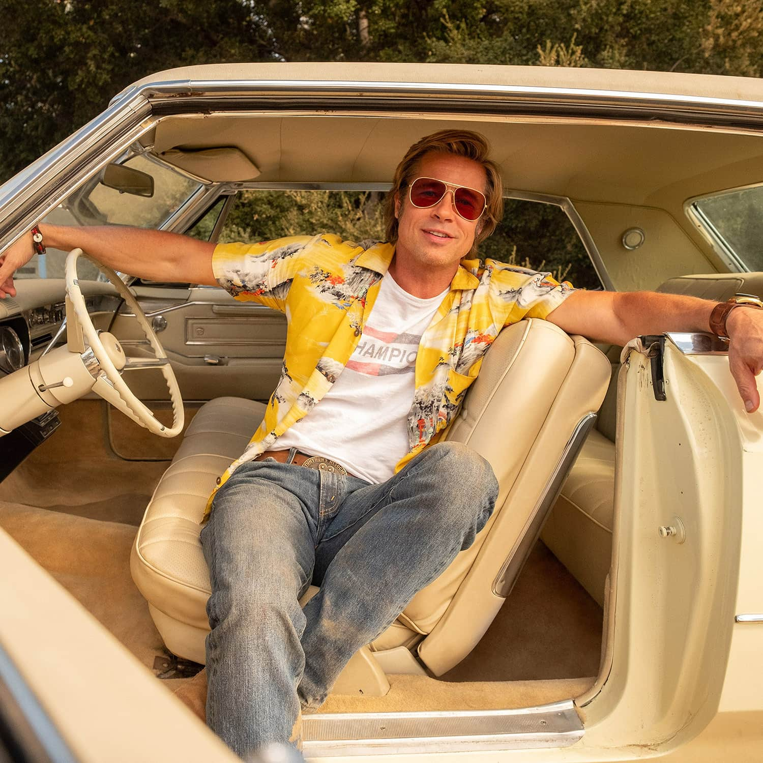 Brad Pitt in yellow Hawaiian shirt - Once upon a time in Hollywood