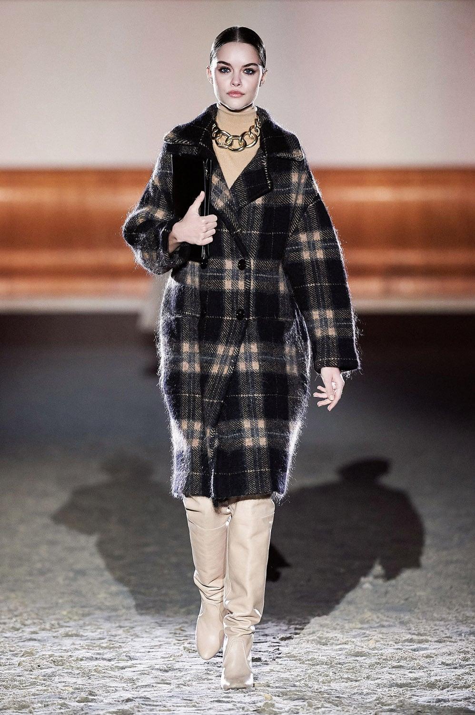 Elisabetta Franchi Fall Winter 2021-2022 Milan by RUNWAY MAGAZINE
