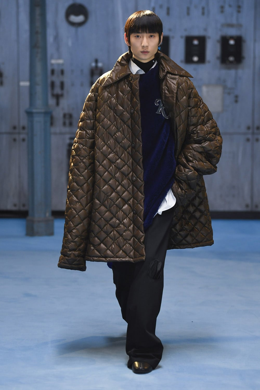 Raf Simons Fall Winter 2021-2022 Milan by RUNWAY MAGAZINE