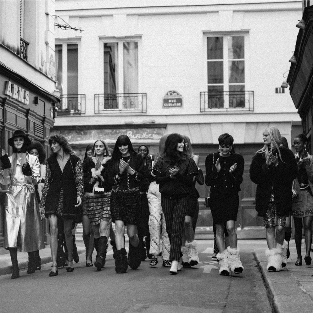 Chanel Fall Winter 2021-2022 chez Castel by RUNWAY MAGAZINE