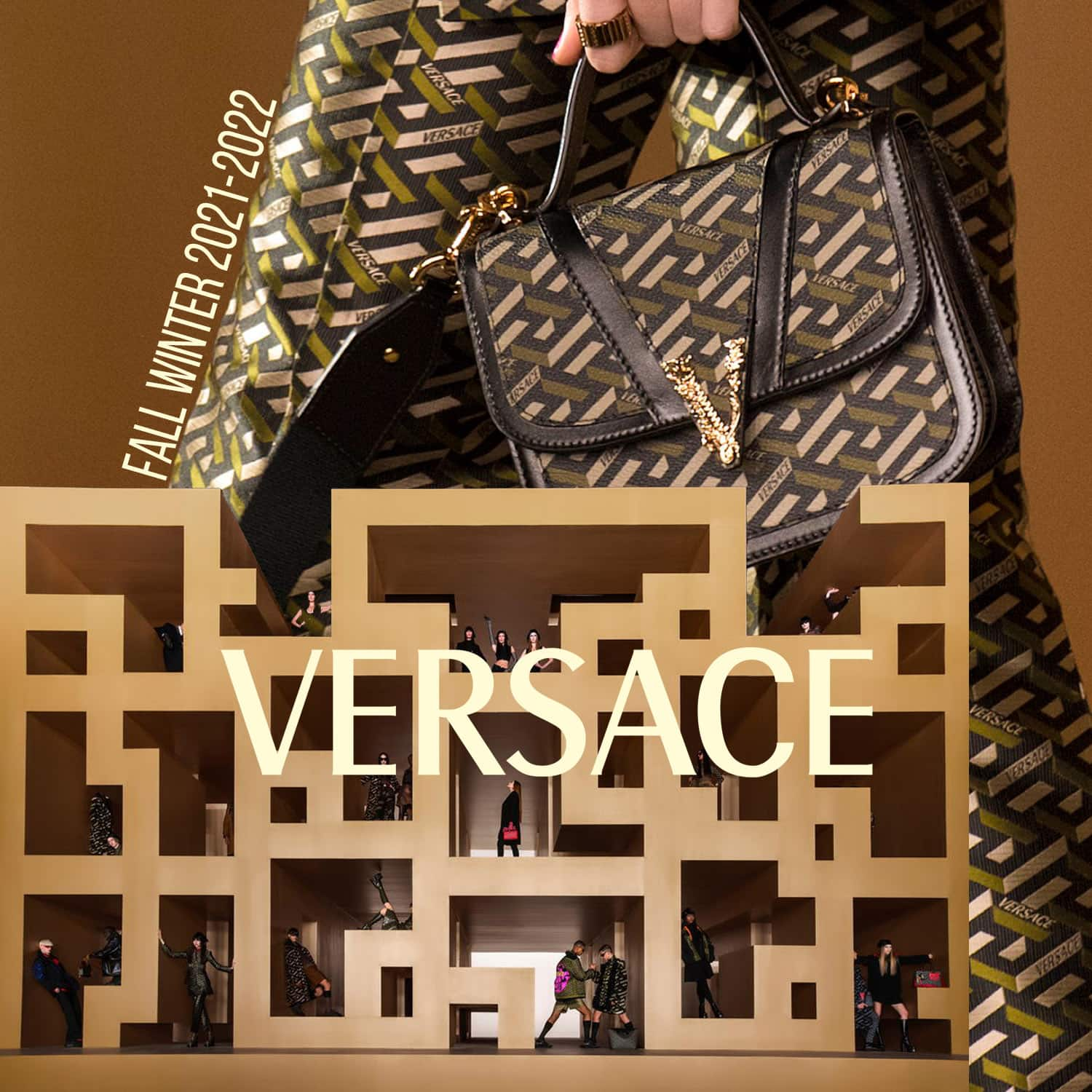 Versace Fall Winter 2021-2022 Paris by RUNWAY MAGAZINE