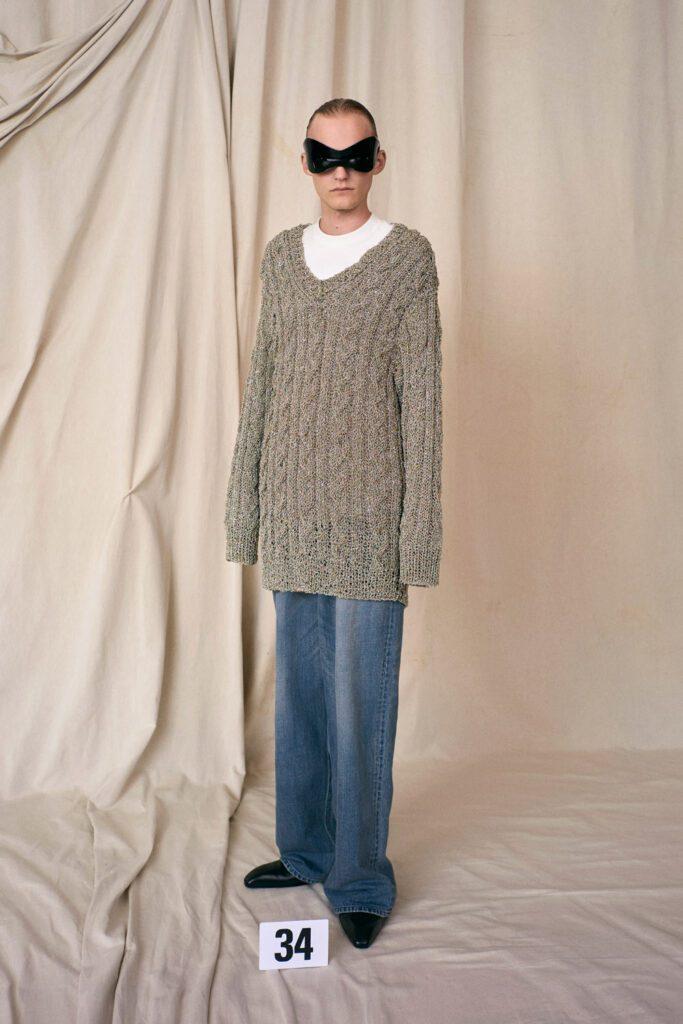 Balenciaga Haute Couture Fall Winter 2021-2022 by RUNWAY MAGAZINE