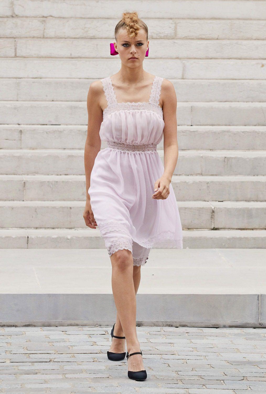 Chanel Haute Couture Outono Inverno 2021-2022 por RUNWAY MAGAZINE