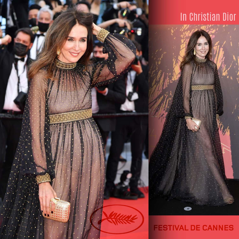 戛纳 2021 - Elsa Zylberstein 在 Christian Dior - 照片 GettyImage - 由 RUNWAY 杂志
