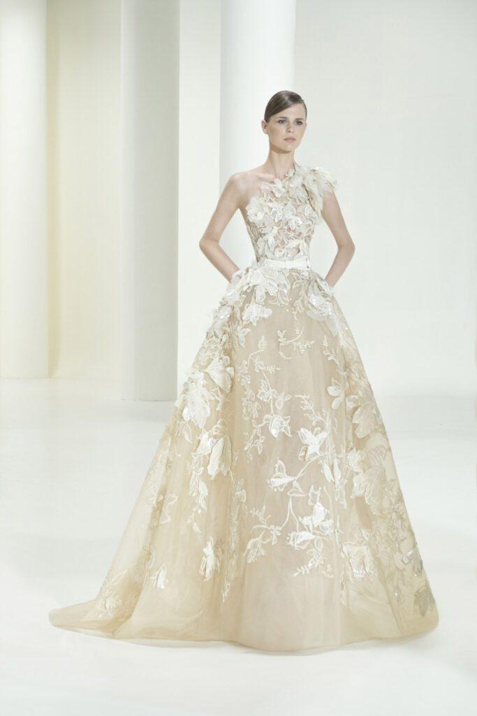 Elie Saab Haute Couture Outono Inverno 2021-2022 por RUNWAY MAGAZINE