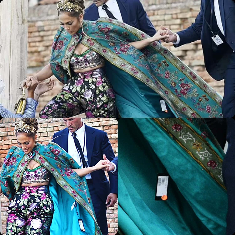 Jennifer Lopez con Price Tag a DOLCE GABBANA Alta Moda Venezia 2021 RUNWAY MAGAZINE