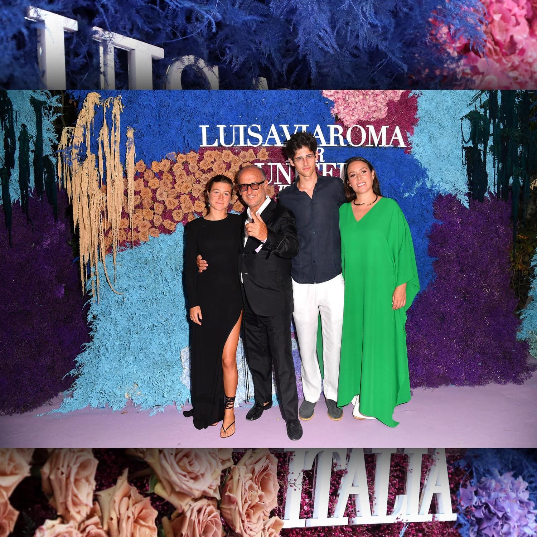 Луиза Панконези и Андреа Панконези, генеральный директор LuisaViaRoma на мероприятии Unicef в La Certosa di San Giacomo на Капри, июль 2021 г.