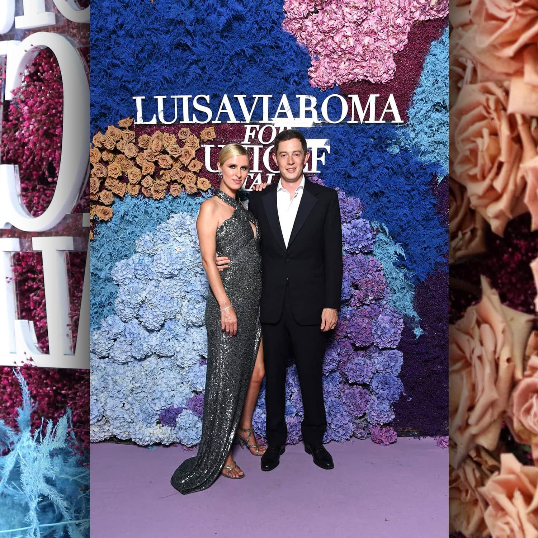 Ники Хилтон и Джеймс Ротшильд в LuisaViaRoma для Unicef, Капри, 31 июля 2021 г. RUNWAY ЖУРНАЛ
