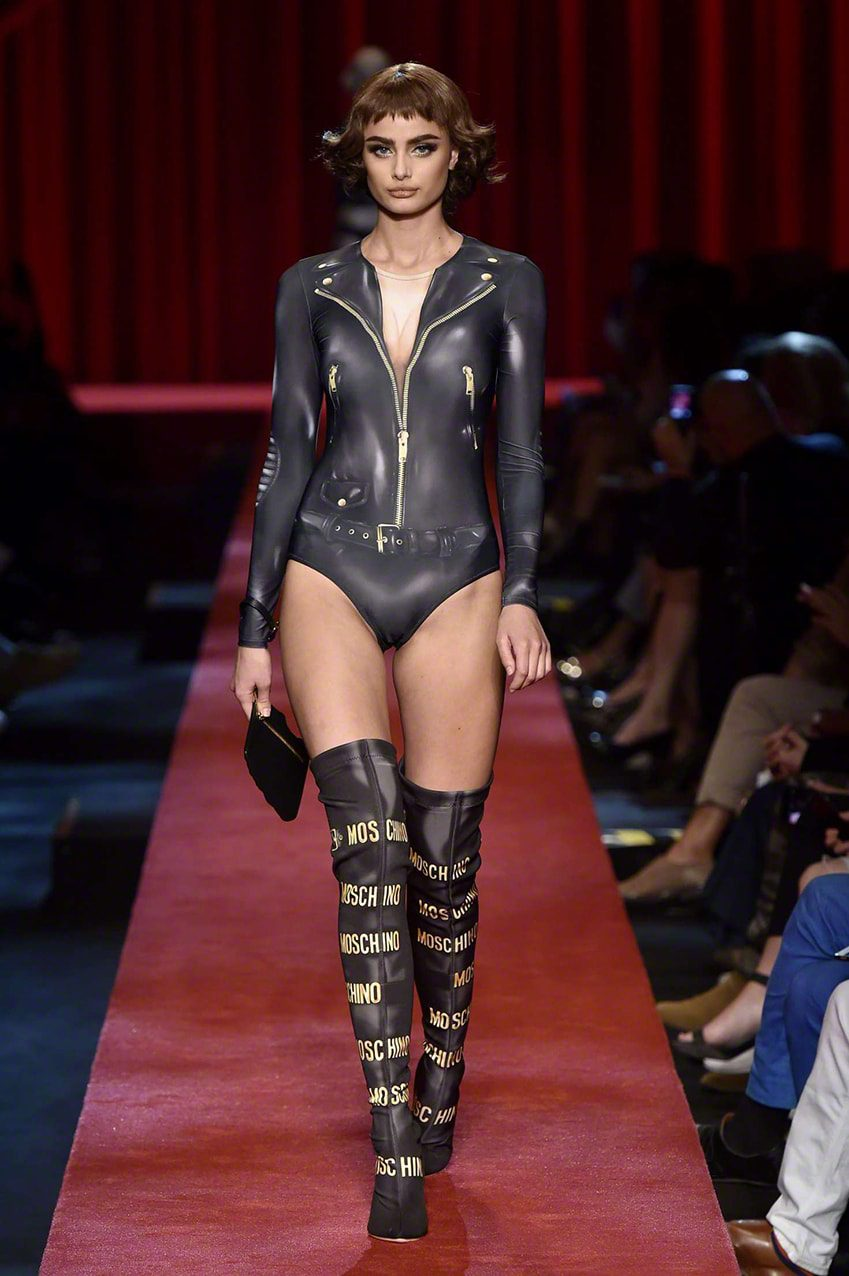 Taylor-Hill_-Moschino-Show-2017-at-Milan-Fashion-Week-eleonora-de-gray-runway-magazine TOP MODELS